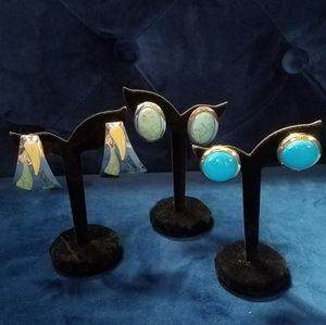 Lot of blue & turquoise vintage clip-on earrings.